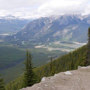 BLOG  Prendre de la hauteur  Banff depuis lehellip