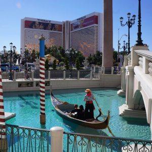 Las Vegas et son dcor en carton On se croiraithellip