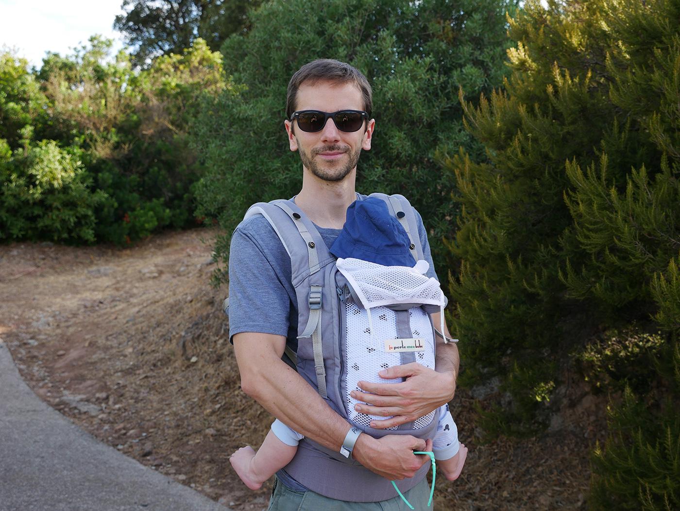 voyager avec un bébé porter bébé