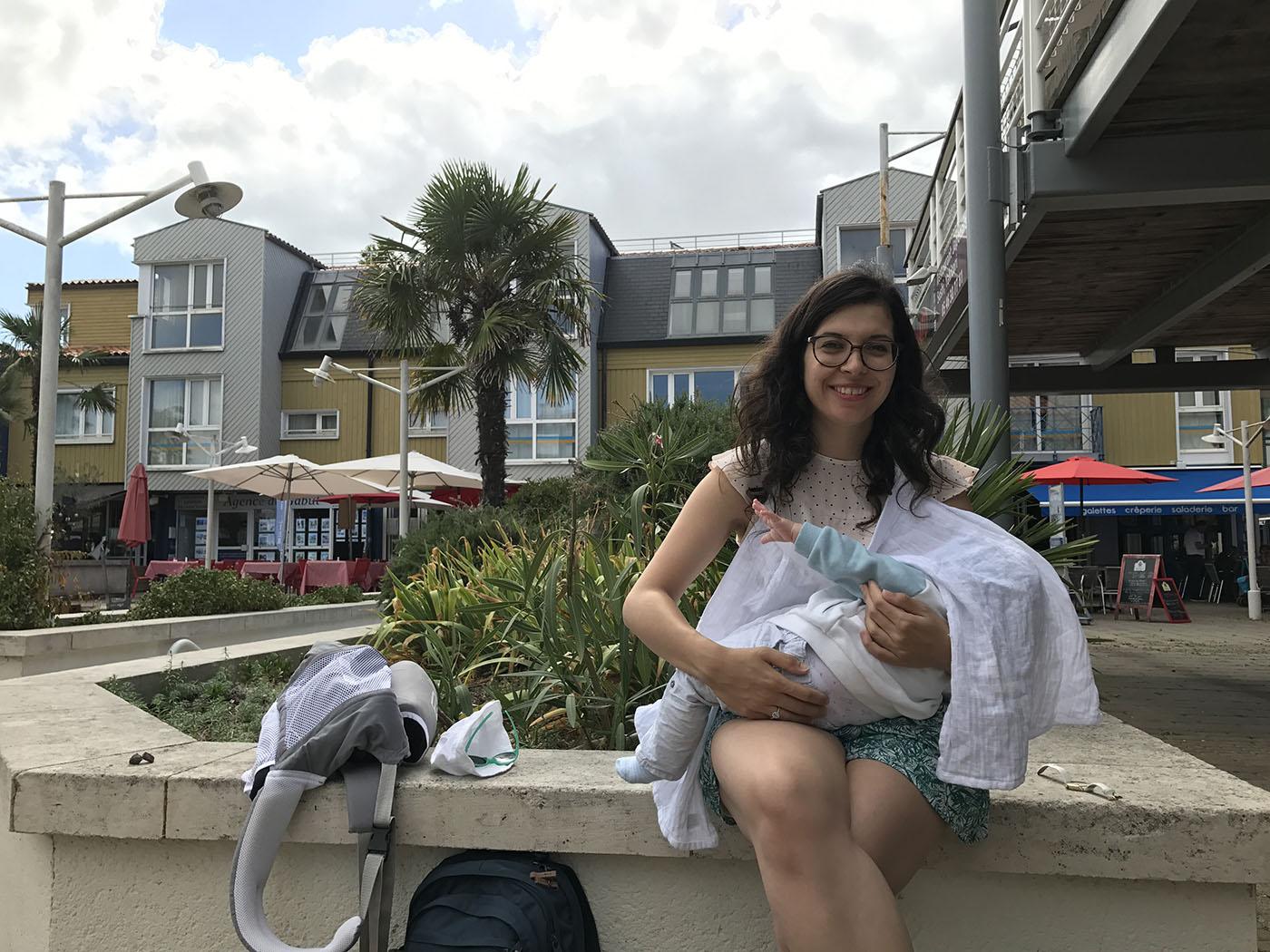allaiter bébé en public en vacances