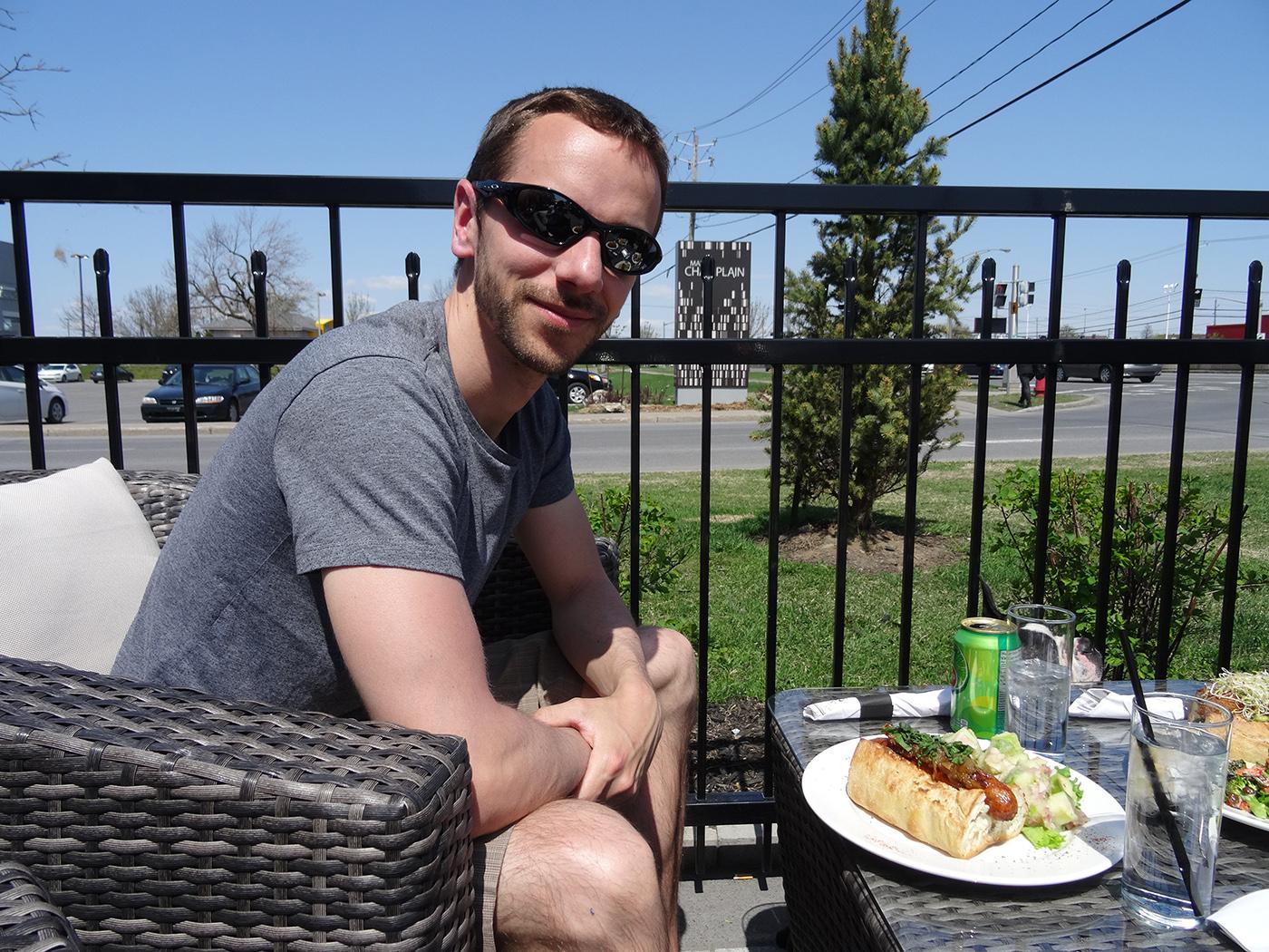 où manger à Montréal avec son chien