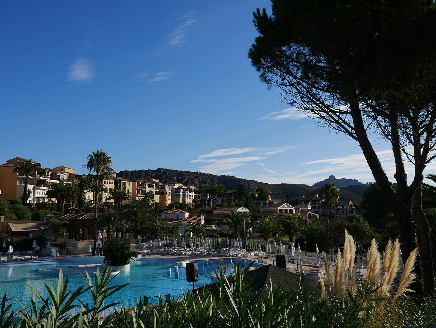 piscine cap esterel pierre et vacances