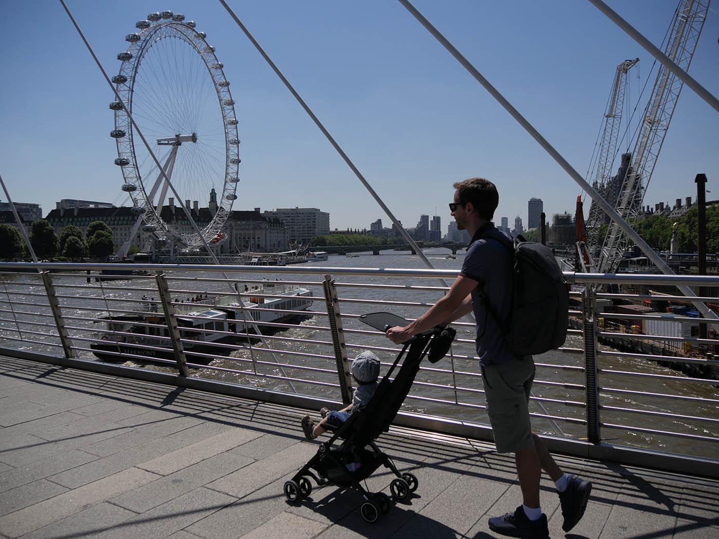 voyager avec un bébé 12 mois quelle poussette