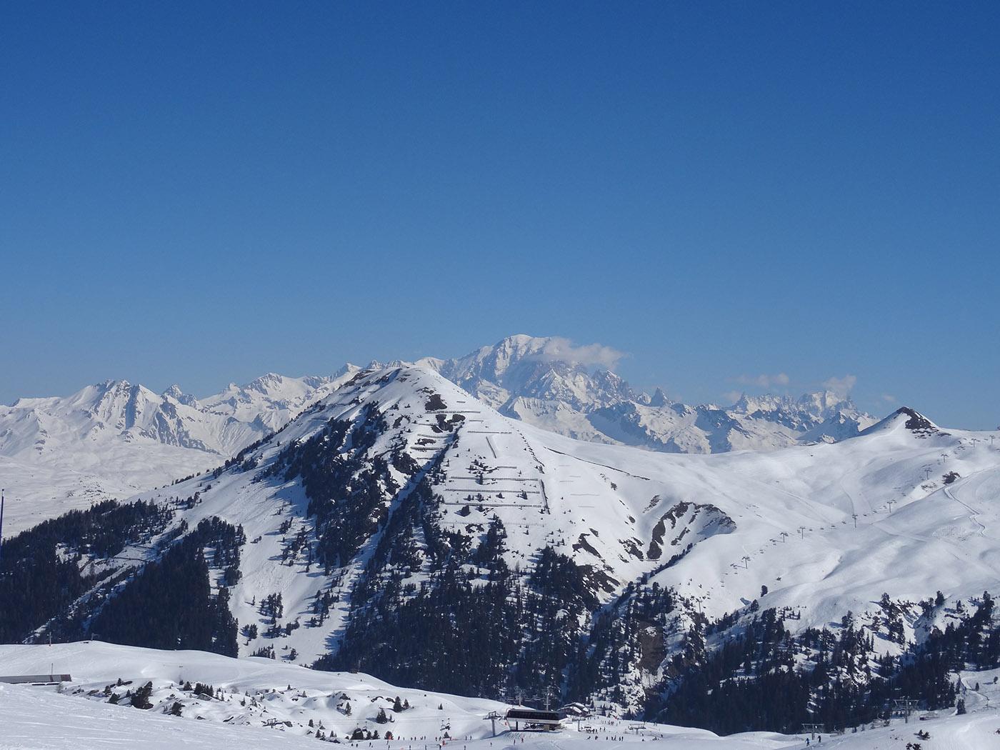 Vue sur le Mont-Blanc depuis les pistes de ski de La Plagne et du domaine Paradiski