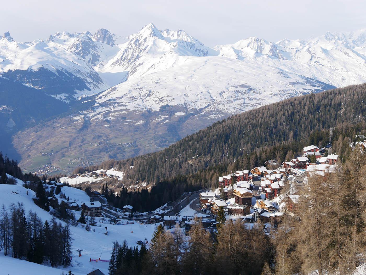 Vue sur le village de La Plagne 1800 et d'Aime La Plagne