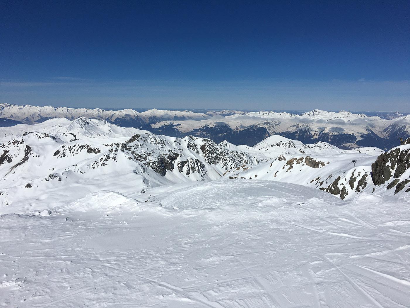 chaine de montagne photographié depuis les pistes de ski de La Plagne
